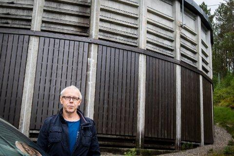 Arne Helgesen er avdelingsleiar for vatn og avløp. Han føler med sine kollegaer på Askøy, men vil ikkje slå fast at noko liknande ikkje kan skje i Lindås.