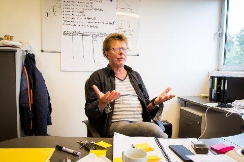 Frå Norske elementfabrikker sine lokale på Frekhaug er dei no i gang med produksjonen. Det fyrste dei bygger er veggane til det nye forretningsbygget på Holme i Meland. Fabrikksjef Arvid Magnar Birkeland.