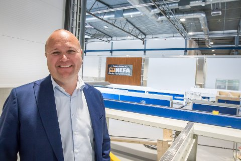 Thomas Sandland har store byggeplanar i Nordhordland, han vil sjå nærare på eit samarbeid med Norske elementfabrikker på Mjåtveit.