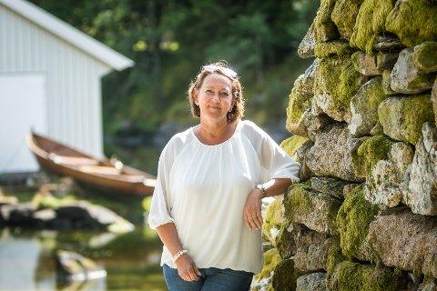Astrid Aarhus Byrknes har vore ordførar i Lindås i tolv år, no siktar ho mot fire nye år som ordførar. Denne gongen for Alver kommune.