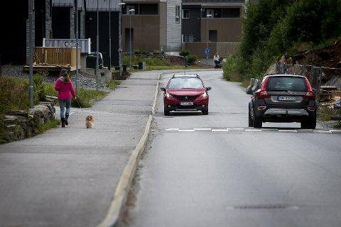 Krysset Mjåtveitmarka og fylkesveg 564 i Meland. Her vil politikarane senda fleire tusen bilar ekstra kvar dag.