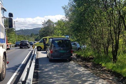 Tre bilar var i ei trafikkulykke på E39 ved Hylkje fredag.
