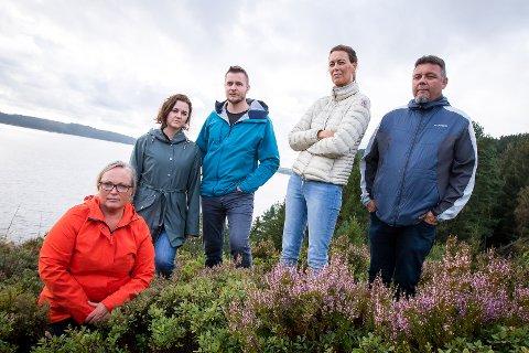 Vil ikkje ha oppdrettsanlegg rett utanfor stoveglasa. Trollholet. Anne Kristine Jordal (t.v), Christine Martinsen, Christer Martinsen, Kristin Bergheim, Ole Johansen.