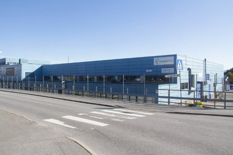 Her kan det komme Coop Extra-butikk, dersom både kommunestyret i Lindås og styret i Coop Eigedom seier ja til avtalen om å byte denne eigedomen mot Coop sin.