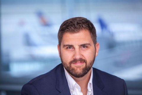 TAXFREE: Haakon Dagestad er kommunikasjonssjef i Travel Retail Norway, som drifter taxfreebutikkene på norske flyplasser.