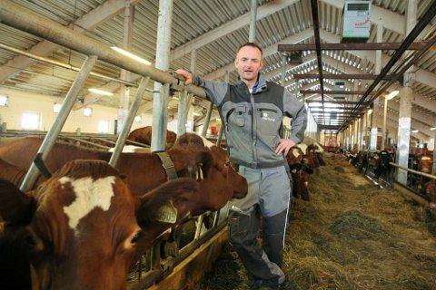 OVERRASKA: Fylkesleiar i bondelaget, Anders Felde, er overraska over at over 100 bønder i Vestland fylke vil selje mjølkekvoten.