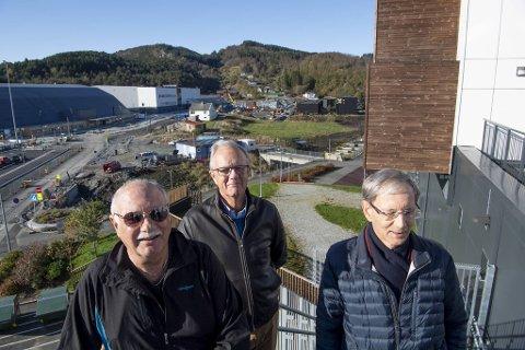 Tor Bjørkås, Harald Hauge og Arne Rasmussen er blant dem som stoppet et næringsbygg på tomten bak seg i Åsane, men saken skal opp på nytt.