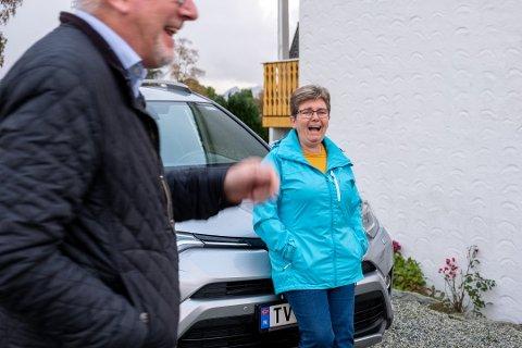 TV-LAND: På tunet til Kjersti Lyngset og ektemannen på Frekhaug nord for Bergen står det alltid parkert ein Toyota med TV-skilt.