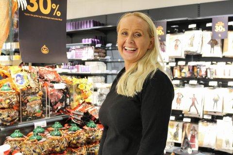 SMILER: Dagleg leiar hos Nille i Knarvik, Sylvia Ingebrigtsen, har stor tru på at butikken kjem til å gjere det bra framover.