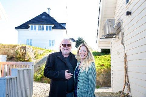 ALVERSUND: Jarle og Tracy er vertskapet på Solholmen Vertshus.