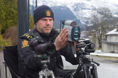 Om Up-betjent Inge Værøy (bildet) eller andre i politiet ser at du brukar mobilen UP medan du køyrer, vil det frå nyttår bli endå dyrare for deg.