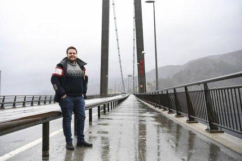 Osterøy-ordfører Lars Fjeldstad vurderer ikke igjen å stenge broen, selv om øyen nå er erklært smittefri.