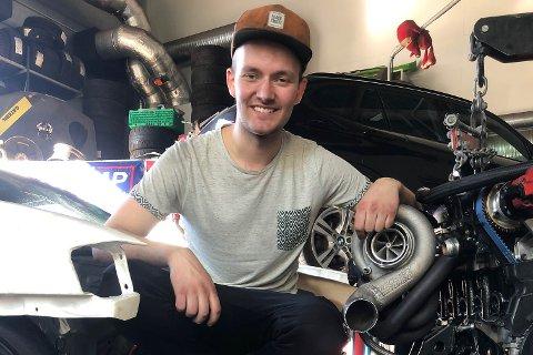 STRAUK MED: Spesialmotoren Petter Lauvås vart øydelagd under den første køyreturen. Det fekk Lauvås til å sjå mørkt på årets driftesesong.