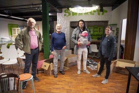 Frode Siljander, Odd Nilsen, Mats Wickmann og Hege Sølvberg inne i lokala som kan bli omgjort til ein ny landhandel i Salhus.