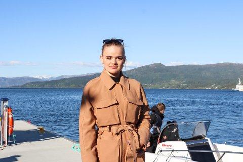 Båtturen tok ein dramatisk vending då Linnea og vennene oppdaga ein båt med motorproblem.