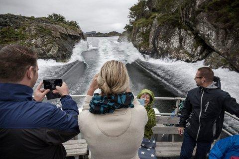 NORGESFERIE. Øyhopping i Solund med MS Stjernsund har vore populært i mange år blant turistar. I år er ingen unntak.
