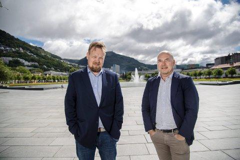 TRIST, MEN NAUDSYNT: Thomas Ottesen og Steinar Kristoffersen i Bergen Julemarked AS avlyser årets julemarknad. Det er det einaste ansvarlege å gjere, seier dei to. No lovar dei å kome sterkare tilbake i 2021. FOTO: EIRIK HAGESÆTER / BA