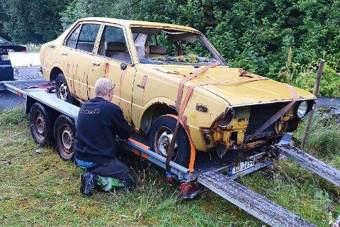 RUSTEN: Leif Køhne tok på seg ansvaret med å hente ein Toyota Corolla som hadde stått ved Nepstad i kring tjue år.