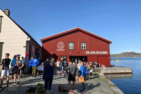 GULEN: Skjerjehamn AS lyser ut ei nokså innhaldsrik stilling. Bildet er frå då Kongeløpet og Kongemarsjen 2020 gjekk av stabelen.
