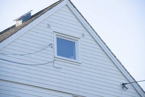 Kvinna blei funnen død i dette bolighuset.