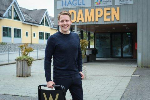 KNARVIK: På torsdag flyttar W Eiendomsmegling sin eigedomsmeklar, Torgeir Glomnes, inn i den nye avdelinga i Knarvik.