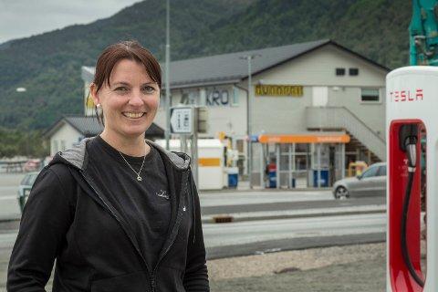 KREATIV: Då korona-restriksjonane blei sett i verk, begynte kroa i Lavik med heimelevering av tapasbrett. I ettertid har dette gitt dei endå fleire cateringkundar, fortel dagleg leiar Ann-Elisabeth Lavik Akse.