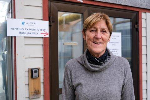 PÅ OVERTID: Reidun Sæbdal skulle eigentleg pensjonere seg etter Alver kommune blei til. Men då koronapandemien kom til Norge, følte ho ei ansvarskjensle.