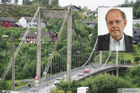 Gunnstein Akselberg, stadnamnskonsulent i Språkrådet, har kome med si redegjering for kva den nye brua over Alverstraumen bør heite.