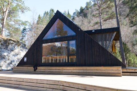 POPULÆRE: Konseptet med dagsturhyttene har spreidd seg til fleire fylke i landet. No viser det seg at fleire av dei originale hyttene som blei sett opp her i Sogn og Fjordane har fukt og ròte.