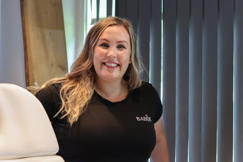Susanne Bergfjord opna onsdag Alver Velvære AS. –Det er mykje nytt og mykje som skal læres, seier ho entusiastisk.