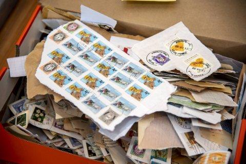 STOR INTERESSE: Frimerkesamling har fått en oppsving under koronakrisen. Her kan du se hva slags frimerker du kan tjene gode penger på. Bildet er kun en illustrasjon.