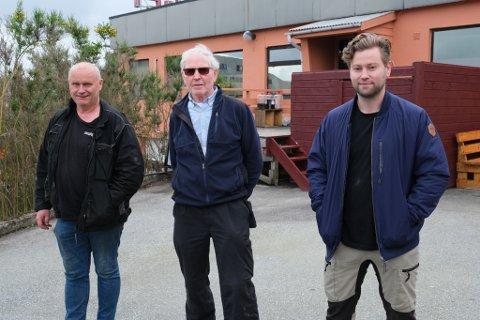 Daglege leiarar i Reikeråsbygget er bekymra for korleis drifta kjem til å bli råka etter at dei mistar parkeringsplassane framfor bygget. (F.v.) Yngve Walaker, Gunnar Reigstad og Erlend Titland.