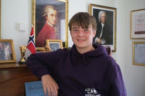 Sander Petersen Syslak (15) er med i talentprogrammet til Alver kulturskule.