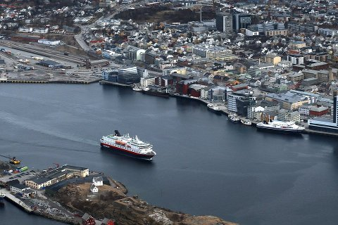 Nei takk: Rett bak hekken har Hurtigruten den nye kaia i Bodø, men Hurtigruten vil ikke akseptere at kostnadene øker. Helt konkret vises det til at Bodø Havn KF har avtaler som gjør at det blir bygd ny godsterminal tilknyttet den nye kaia. Foto: Tom Melby