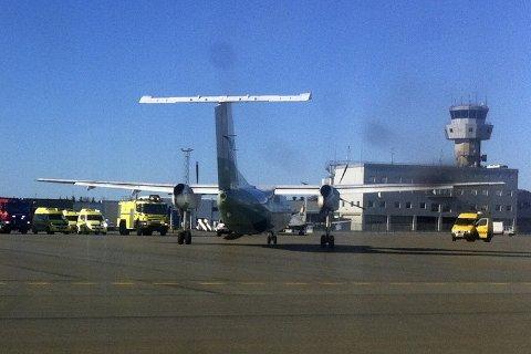 Avinor overtok driftsansvaret på den sivile delen av Bodø lufthavn. Bildet er fra da et Widerøe måtte nødlande på Bodø lufthavn. Tjenester som brann og redningsberedskap er blant det som kan kjøpes inn eksternt i framtiden.