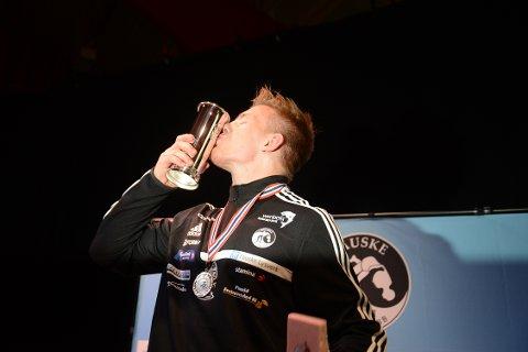 Det ble en jubeldag for Petter Karlsen sist gang det ble arrangert NM på Fauske i 2015. Da ble det seier og kongepokal. Foto: Stian Høgland