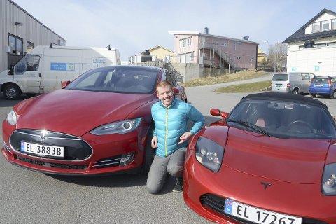 Framtiden: Espen Limstrand sier han aldri kommer til å vurdere å bytte tilbake fra elbil. Her med sin Tesla P85D, og Tesla Roadster. Alle foto: Jan Eskil Severinsen