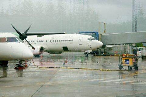 Flyet som står parkert ved gate 14 på Bodø Lufthavn. Det er samme gate som den opprinnelige flyavgangen.