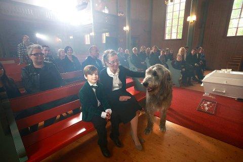 Kortfilmen St. Elliot er blant andre støttet av Nord-Norsk Filmsenter og flere bedrifter i Bodø. Filmen handler om seks år gamle Elliot som mister bestefaren, og samtidig blir hunden hans Petter syk.