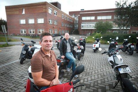 Psykisk helserådgiver: Nå blir det flere med samme stilling som Børre Lekang (foran). Her med Ronny Olsen i oppfølgingstjenesten. Arkivfoto: Tom Melby