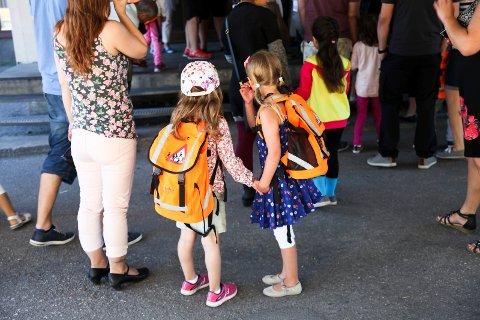 Nå jobbes det for at førsteklassesekkene skal bli småskolesekker.
