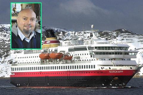 """I Bodø ble hurtigruteskipet """"Nordkapp"""" møtt av solskinn ved innseilingen til Bodø havn.       Foto: Ernst Furuhatt."""