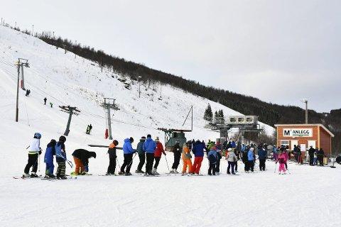 Vestvatn alpinanlegg har slitt med å få folk til sentrale funksjoner.