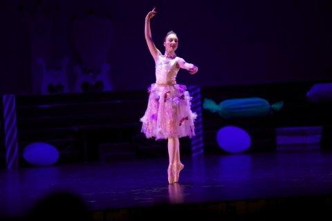 Ida Mari Berg (19) ønsker å satse som profesjonell danser.