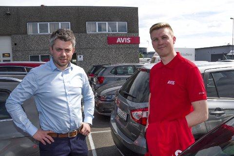Partner Håvard Edvardsen i BDO og daglig leder Gunnar N. Pedersen i Nord Norsk Bilutleie AS fra en tidligere anledning. Nord Norsk Bilutleie AS ble hardt rammet av koronastopp i mars, men satser på gode tall også i 2020.