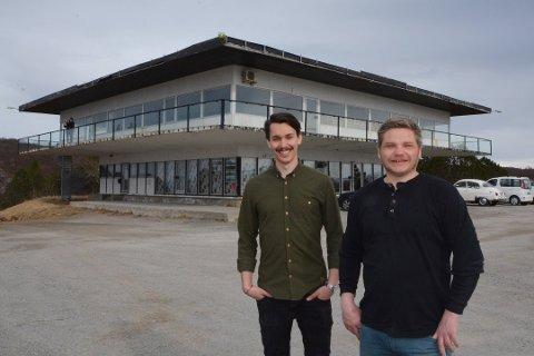 Rasmus Skoglund og Børge Strøm åpnet gourmetrestaurant i Turisthytta 1. juni. Til helga stenger dørene, og de er veldig fornøyde med det de har fått til over sommeren.
