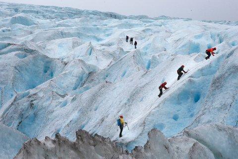 Fylkesrådetbevilger845.000 kroner til gjennomføring av prosjekt Utvikling av Svartisen. Målet er å gjøre isbreen til en større attraksjon.
