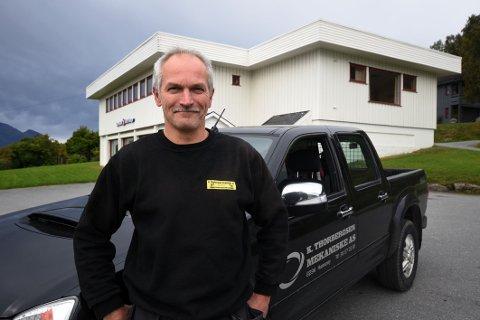 Sikkert som banken: Knut Arne Thorbergsen føler seg trygg på at han og kollega Bjørnar Steffensen har gjort en sikker investering gjennom å kjøpe seg sin egen bank.