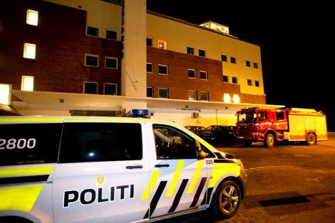 Nødetatene rykket ut til Sjøgata 1 i Bodø onsdag ettermiddag. Foto: Jan Roger Olsen