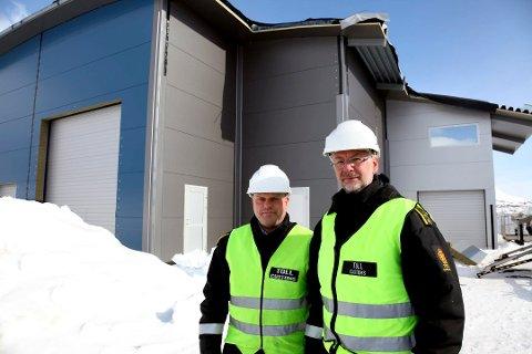 Tollinspektør Morten Bentsen (t.v.) og kontorsjef Einar Bødker på Junkerdal tollsted bruker blålys til å varsle kontroller.